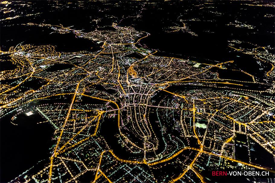 Bern bei Nacht, Bundeshaus, Münster, Aareschlaufe, Luftaufnahme