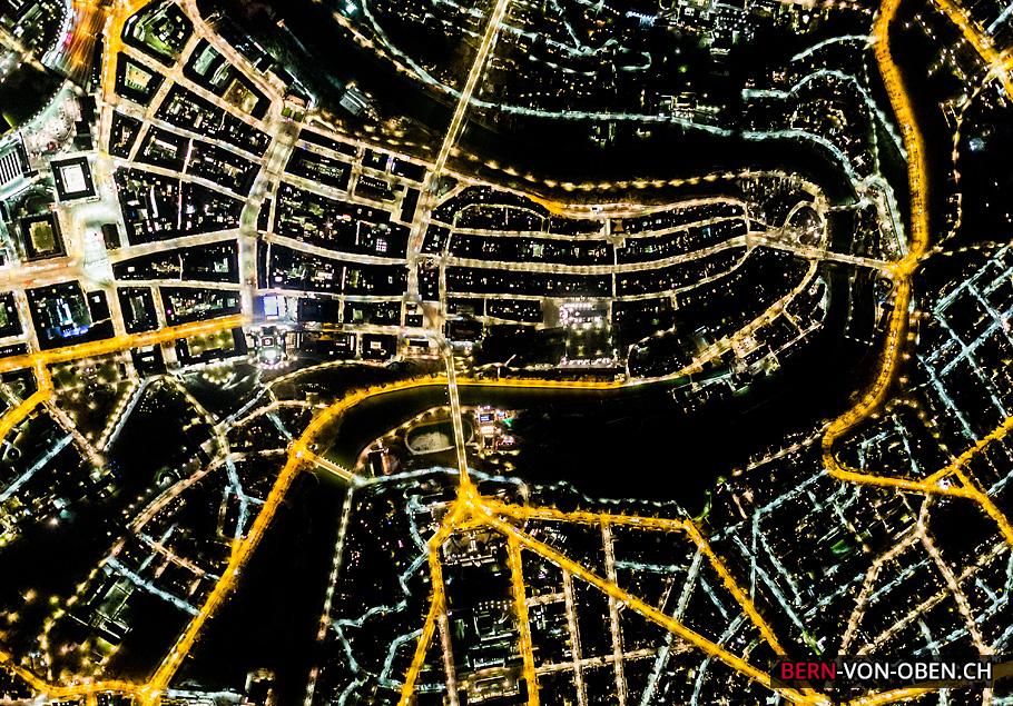 Bern bei Nacht, Bundeshaus, Münster, Aareschlaufe, Bahnhof, Luftaufnahme
