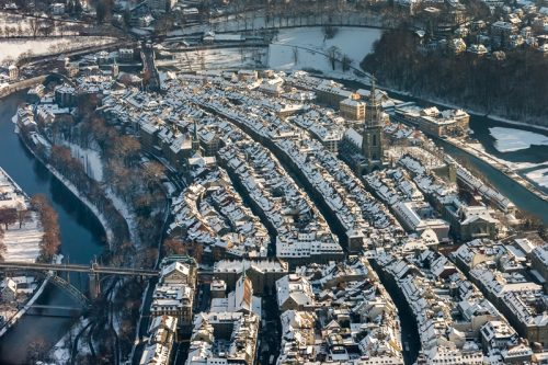 Altstadt im Winter, Luftaufnahme, Bern